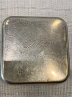 Ezüst gyógyszeres doboz jelzett