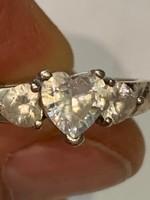 Ezüstgyűrű három szíves kővel