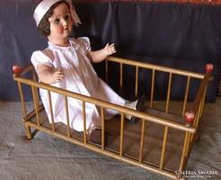 Régi, retró nagyméretű fa babaágy, baba ágy, bútor-baba nélkül