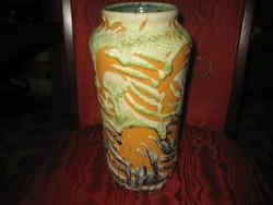 Retró    váza  ,a  60 as évekből  ,  szép állapot  12 x 25 cm