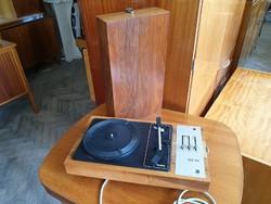 Retro régi fadobozos lemezjátszó táskalemezjátszó