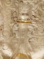 Üveg bor kínáló