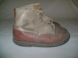 Régi gyermek cipő