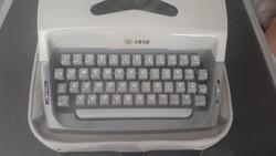 Zeta Z 1518 retró mechanikus írógép, eredeti hordtáskájában,alig használt.4500.-Ft