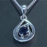 925-ös Ezüst medál 0,640 karátos Zafír drágakővel díszítve. Ajándék ezüst lánccal!