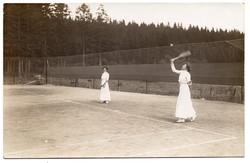 Teniszező hölgyek ca 1910