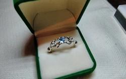 Sellőket ábrázoló ezüst gyűrű, akvamarin kővel . 10,5 - ös .