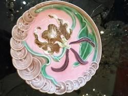 Körmöcbányai majolika tányér, fali tányér. Orchidea virággal.
