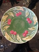 Körmöcbányai majolika tányér, fali tányér. Meggy  dísszel
