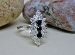 Szépséges ezüst gyűrű zafír kövekkel