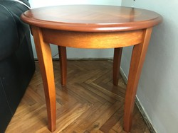 Kis kerek, intarziás dohányzó asztal nagyon szép állapotú eladó.