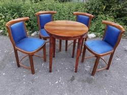 4 db Thonet szék + asztal.
