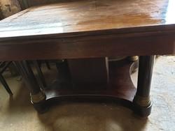 Asztal 4 székkel