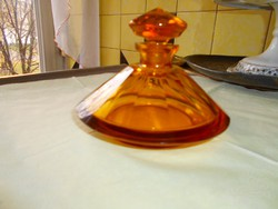 Borostyán színű lapra csiszolt  súlyos üveg  palack-MOSER típus és minőség