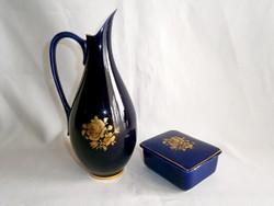 PE_029 Hollóházi kobalt kék porcelán kancsó váza és bonbonier arany színű rózsával festve