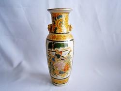 PE_025 Nagyon szép kínai kerámia váza virágokkal és papagájokkal 20 cm magas