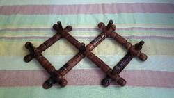 Régi, kis méretű, fából készült, fali ruha fogas.Harmonika fogas.