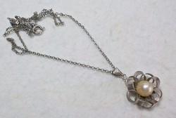 Régi fém nyaklánc virágos medállal valódi tenyészett gyönggyel