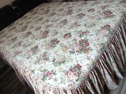 Csupa virág steppelt ágytakaró fodorral