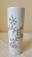 Kézzel festett, jelzett porcelán váza
