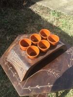 Mázas kerámia készlet, snapszos (pálinkás) poharak fa tartóval