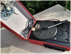 TESLA GE 040 lemezjátszó, megkímélt állapotú, piros táskás !