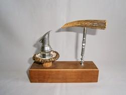 PE_037 Retró agancs nyelű dugóhúzó és dugó kiöntővel, fa tartóban