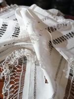 Régi gyönyörű teritő horgolt csipkével