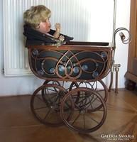 Antik stílusú játék babakocsi, baba kocsi porcelán babához- a baba dekoráció, nem az aukció része