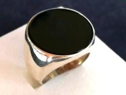 Nyitott ezüst gyűrű onix kővel