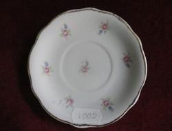 Zsolnay porcelán kávés csésze alátét, hófehér alapon apró rózsaszín virágmintával.