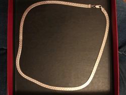 Szép mintájú lapos ezüst  kígyólánc hossza 51 cm.