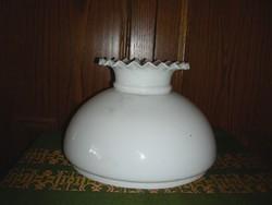 Fodros porcelán lámpa bura