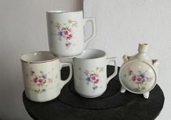 Kulacs+ 3 db porcelán virágos, szellőrózsás bögre, 2 db Hollóházi, 1 db Zsolnay