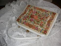 Tűgobelin táska, ma is hordható szép állapot