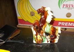 Gyönyörű majolika lovacska