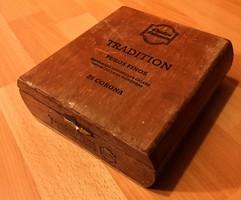 Házpadlás takarításakor megtalált régi szép szivaros fadoboz 18x17x6 cm