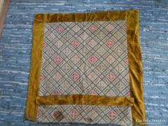 Antik faliszőnyeg, falikárpit terítő, hímzett 105 * 105 cm