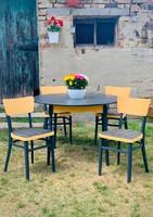 Festett étkező asztal székekkel