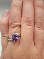 Gyönyörű mélylila, csiszolt valódi ametiszt köves 925-ös ezüst gyűrű.