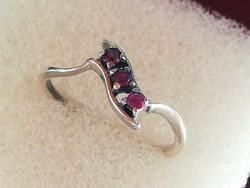 Régi ezüst gyűrű rubin kövekkel (FŐÉ)