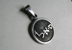 Különleges ezüst medál írás motívummal (keleti)