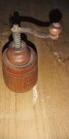 Antik fa-fém bors daráló