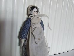 Régi antik mintára készült porcelán baba, porcelánfejü baba eredeti ruhájában-nem antik,korai repro