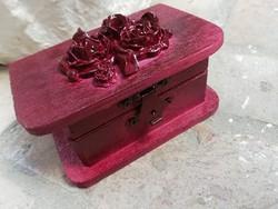 Bordó kis fa doboz