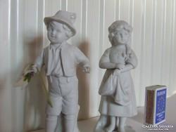 Bájos,régi antik biszkvit gyermek porcelán babák,figurák egyben:  kisfiú és kislány kis vázával