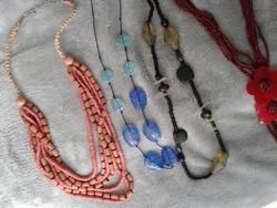 Bizsu csomag jobb darabokkal: 16 lánc, medál, bross, fülbevalók