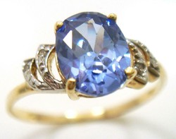 9K aranyból készült gyűrű gyémánttal és iolittal