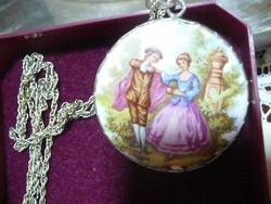 Fragonard festése alapján ezüst foglalatú medál és lánc