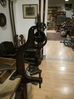 Öntöttvas asztali fúró, kovács fúró, 120 éves működő kovács szerszám, loft, industrial